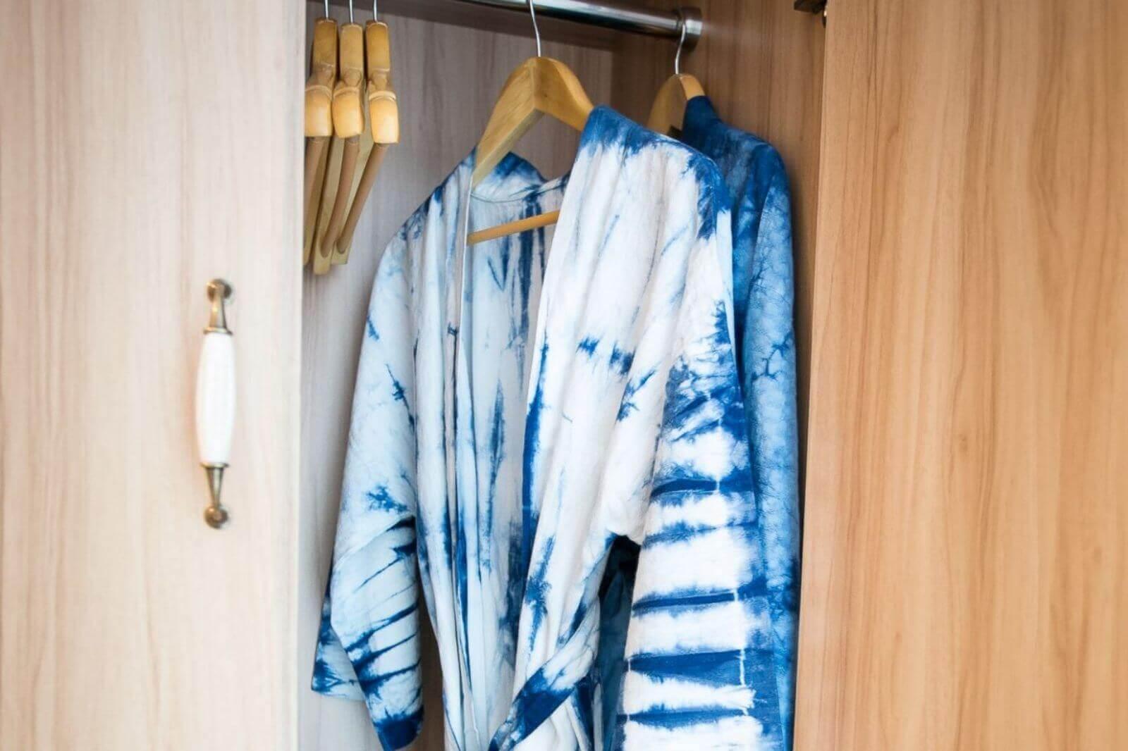 เสื้อคลุมอาบน้ำผ้ามัดย้อม_โรงแรม ดีพร้อม พัทยา ที่พักสวยๆ ใจกลางพัทยากลาง