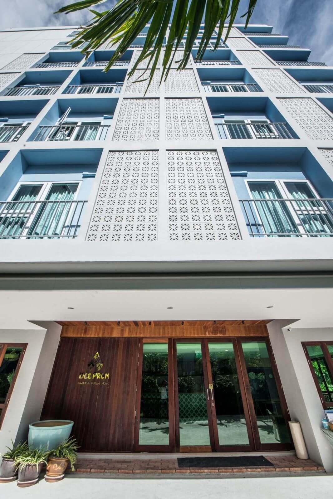 DeeProm Pattaya Hotel รร แบบไทยๆน่ารัก อบอุ่นเหมือนบ้าน อาหารอร่อย พนักงานใจดี เป็นมิตร